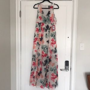 NWT Vince Camuto Maxi Dress